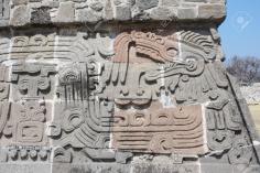 Basrelief-Schnitzerei mit einer Quetzalcoatl,