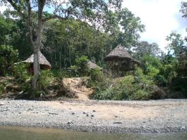 Siedlung am Fluss